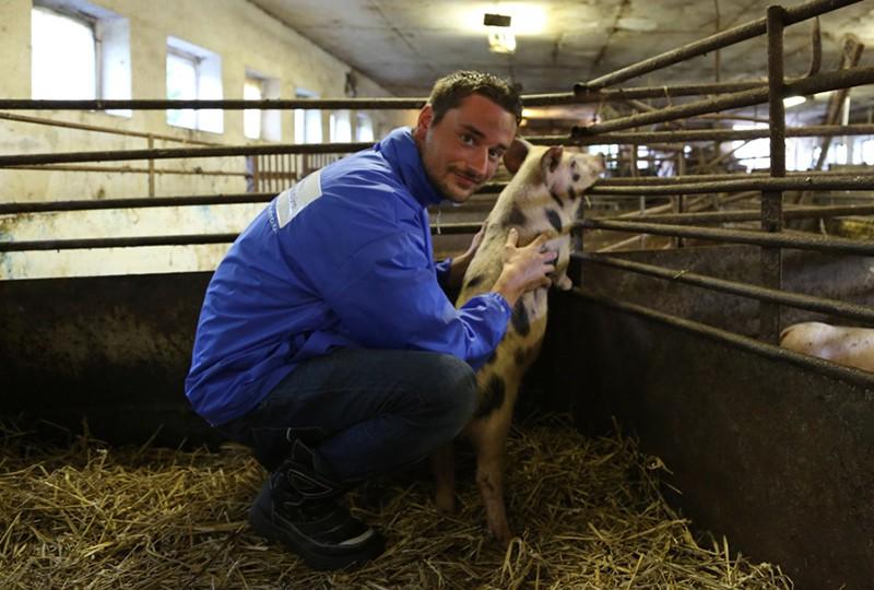 Jan Peifer bei der Rettung von Schwein Jan.